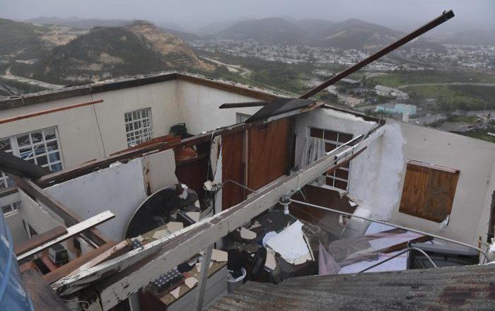 Burocracia limita reconstrucción tras huracán María