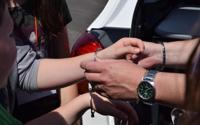 Mujer enfrenta cargos federales por alegar falsamente que fue secuestrada
