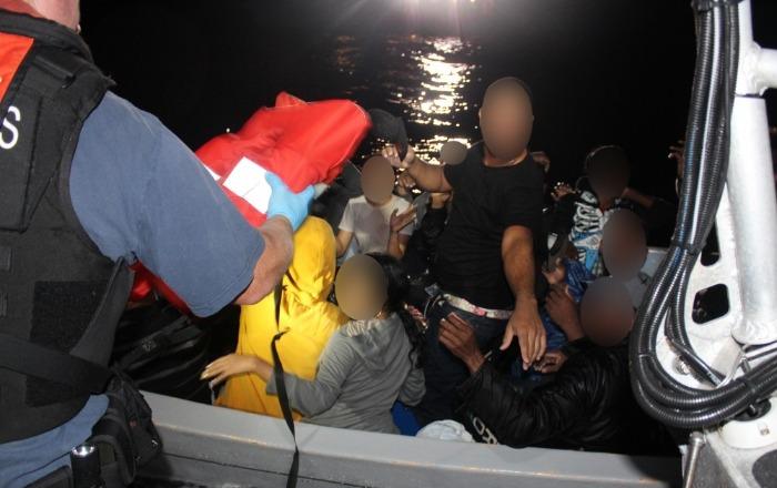 Otros 13 inmigrantes intentan entrar a la Isla