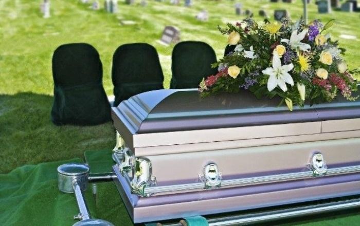 COVID-19 elimina el velatorio: del hospital al cementerio