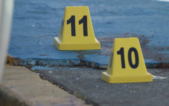 Investigan ataque a tiros a residencias y vehículos en Santa Isabel