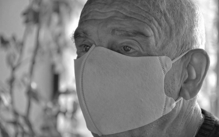 Nueve personas con COVID en hogar de adultos mayores