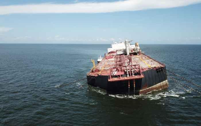 Buque con 1.3 millones barriles de petróleo amenaza con virarse en aguas caribeñas