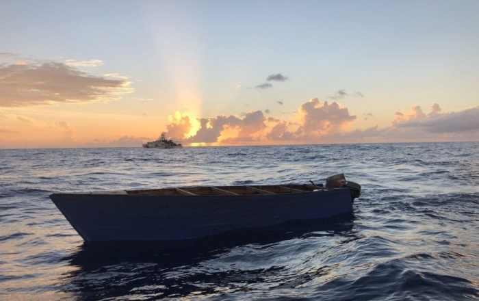 Policía intercepta una embarcación con 17 personas en la costa de Aguadilla
