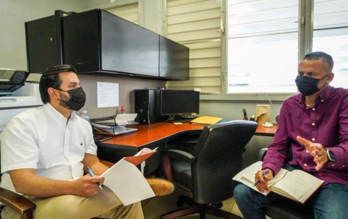 Alcalde de Guánica recibe al Secretario de Vivienda para acelerar proyectos de reconstrucción