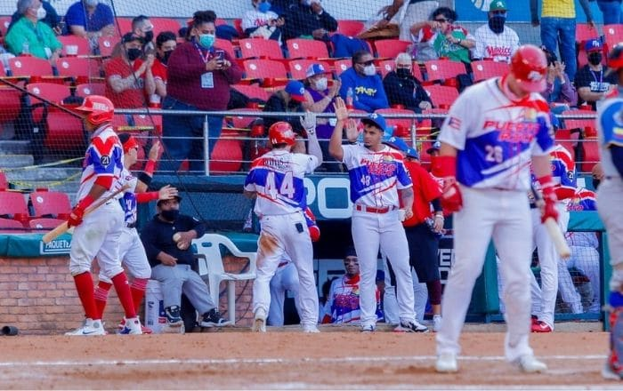 Triunfo le da boleto semifinalista a los Criollos en la Serie del Caribe