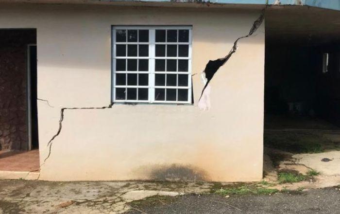 Deslizamiento de terreno agrieta viviendas en Orocovis