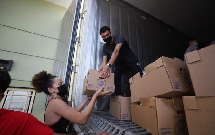 Distribuyen alimentos a familias de Ponce