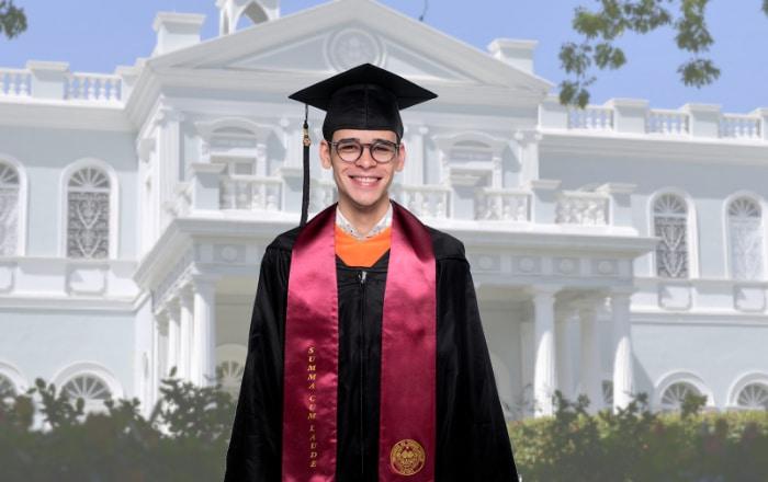 Ponceño se gradúa de periodismo y será orador de la clase