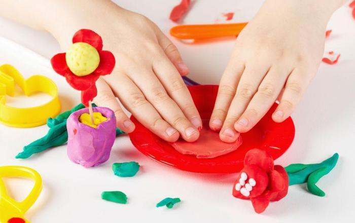 Familia anuncia $10 millones en incentivos para trabajadores en cuidos de menores