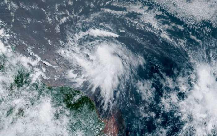 Se fortalece la tormenta Elsa de camino hacia el Caribe