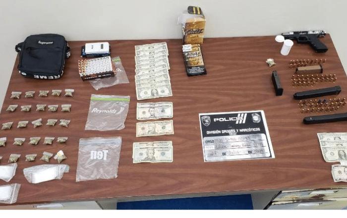 Arrestados por tener pistola, municiones y marihuana