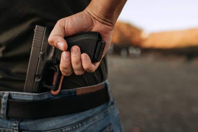 Roban celulares a punta de pistola en una playa