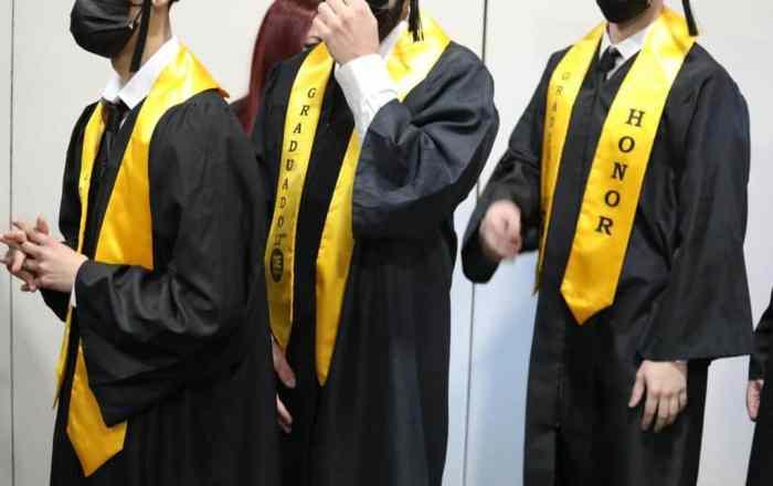 Menores de Instituciones Juveniles se gradúan de cuarto año
