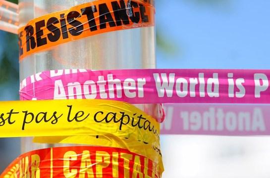 Carteles en la manifestación anti G8. Mayo de 2011. Guillaume Paumier, CC-BY.