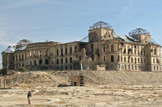 Palacio Darul Aman (Afganistán) por Bruce MacRae