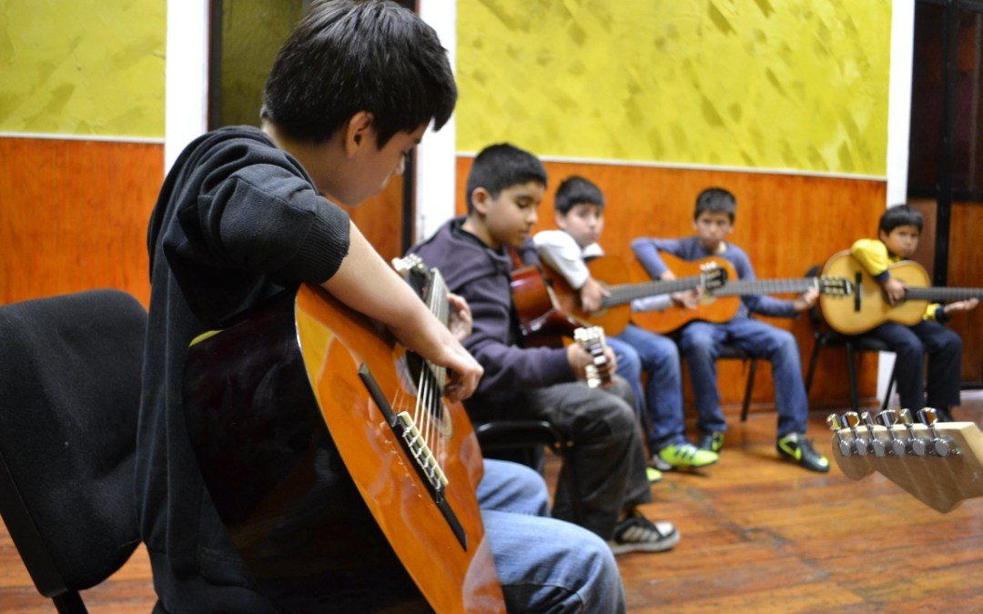 Taller de GUITARRA INFANTIL 2013 – Iquique