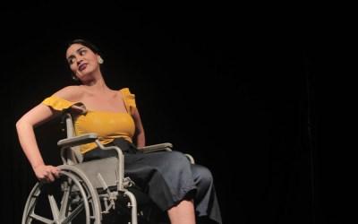 """Con sala llena se presentó la obra de teatro """"La vagina de Laura Ingalls"""" en Espacio Akana"""