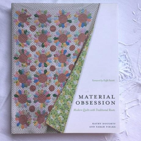 """Mis libros de bordado, patchwork y crochet. """"Material obsesión"""" por Sarah Fielke y Kathy Daughty"""