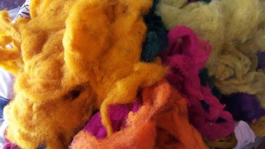 Vellón de oveja teñido en colores fluo