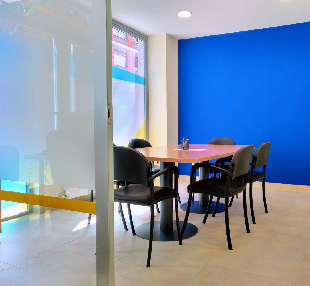 Sala de reuniones con pacidad para 6 personas