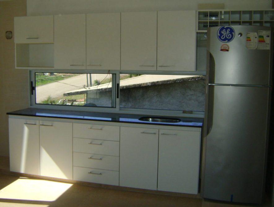 muebles cocina con cajonera, puertas batientes, nicho para micro y puerta proyectante