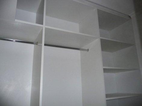 vestidor blanco estantes, cajones y percheros