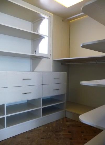 vestidor melamínico fresno abedul con cajones, estantes, bandejas para zapatos, percheros