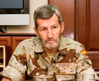 Kabul, Julio Rodríguez en 2009, durante su visita a las tropas españolas desplegadas en Afganistán. Su trayectoria siempre ha mostrado su fidelidad a los intereses de EE.UU., lo que le permitió satisfacer una exitosa carrera militar.