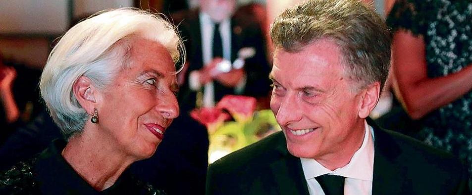 El grotesco de Mauricio Macri y la entrega de la Patria... bailando