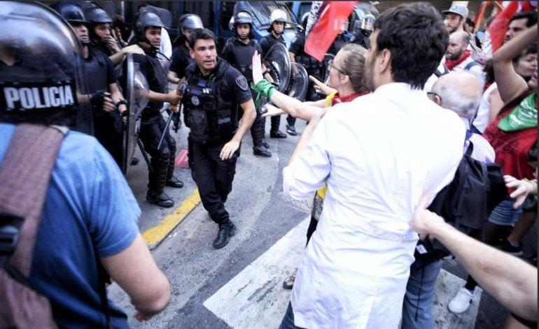 policias y docentes