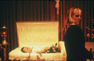nan-goldin-cookie-at-vittorios-casket-1989 (1)