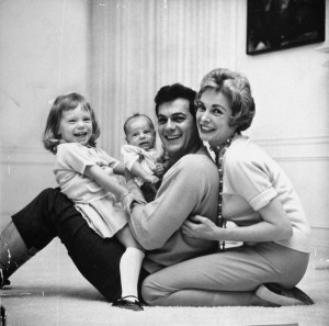 tony-curtis-janet-leigh-kids-1959-life-300x297