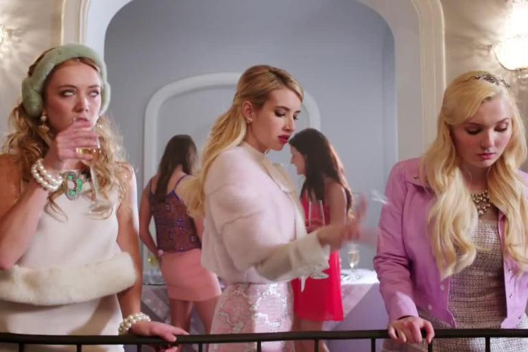scream-queens-emma-roberts-jamie-lee-curtis