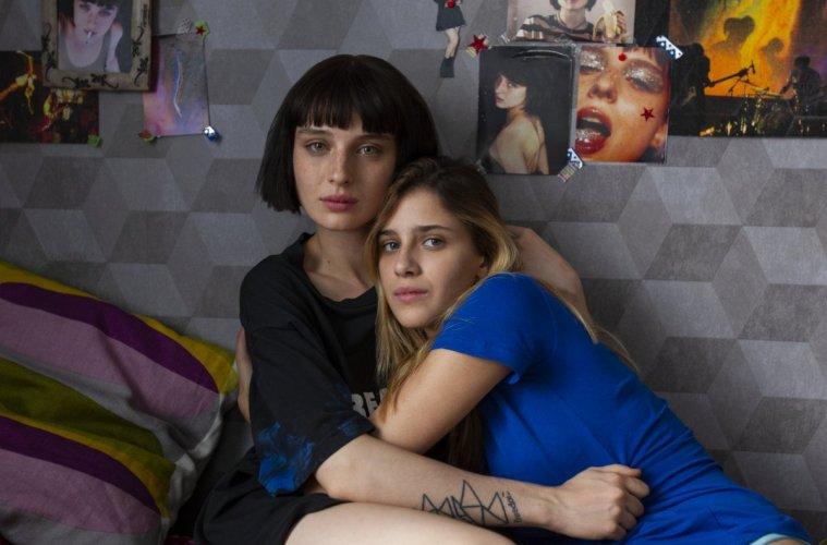 Chiara (Benedetta Porcarioli) e Ludovica (Alice Pagani) em Baby