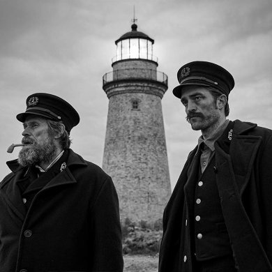 Willem Dafoe e Robert Pattinson em The Lighthouse