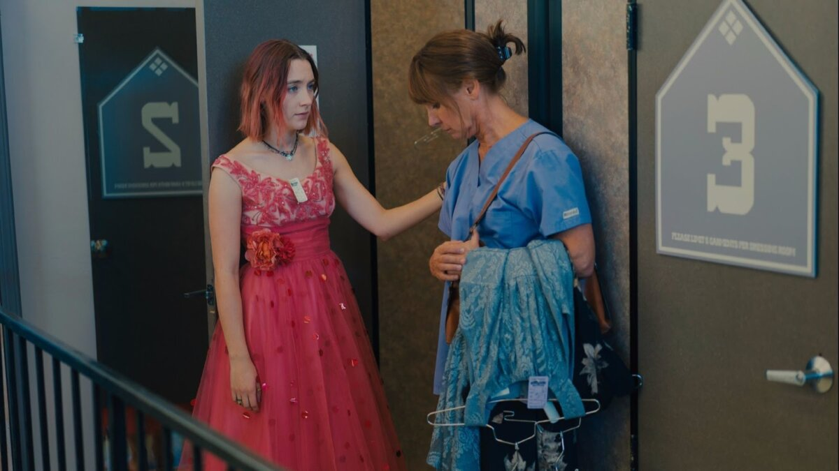 Saiorse Ronan e Laurie Metcalf no filme 'Lady Bird'