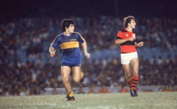 Zico e Maradona em partida entre Boca e Flamengo