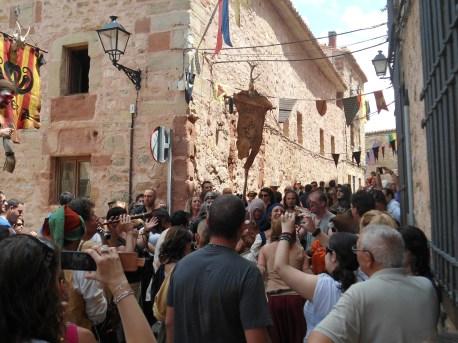 Que empiece la algarabía, comenzó el carnaval... peña medieval