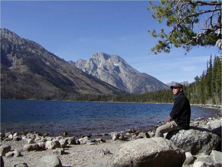 El Dr. Moon admirando majestuosas montanas en America del Sur