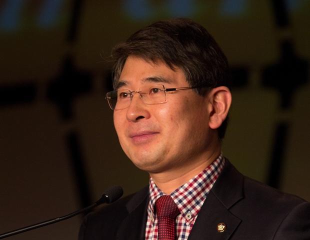 """""""Yo también tengo un sueño"""" ~Distinguido Parlamentario Jae Yoon Kim"""