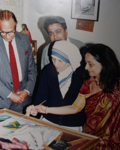 Una vieja foto con una amiga cercana de la familia, la Madre Teresa.