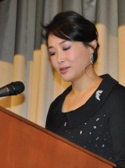 """Presidenta Internacional de Fundación Paz Global-Area Mujer durante su discurso de apertura en los Premios """"Vivir por el bien de los demás"""" 2012."""