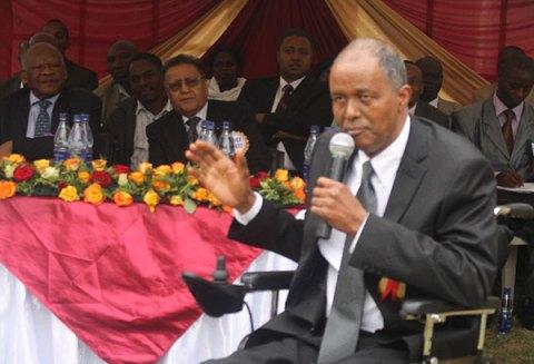 Su Exc. Yusuf Hassan, un miembro del Parlamento inspiró a los padres a estar involucrados con sus hijos.