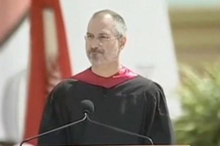 Steve Jobs pronunció el discurso de graduación en la Universidad Stanford en el 2005