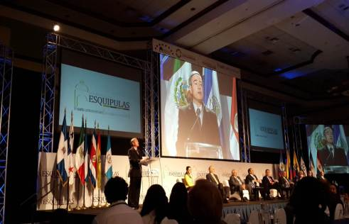Sr. Thomas Field, Presidente de GPF-Latinoamerica presentando los integrantes de la Misión Presidencial Latinoamericana