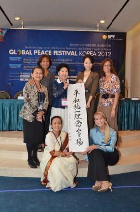 Panelistas de la Sesión especial de mujeres durante la Conferencia de Liderazgo Paz Global  2012 en Seúl, Corea.