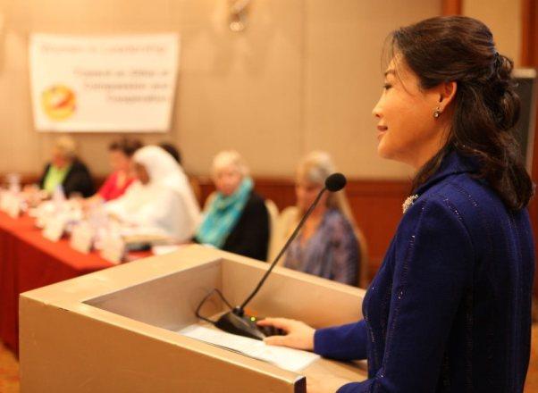 La Dra. Jun Sook Moon aconseja a los esposos a apreciar a sus esposas y a las esposas a amar a sus esposos para comenzar la construcción de paz en la familia.