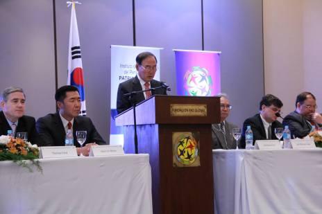 """Woo Hyun Cho durante el Simposio Internacional: """"Hacia una Alianza entre Paraguay y Corea."""""""