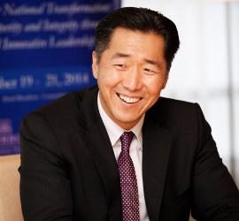 """Hyun Jin Moon, Presidente de la FPG llama a Paraguay: """"La Tierra de las Oportunidades."""""""